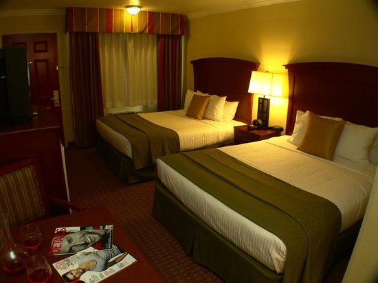 Quality Inn & Suites Santa Cruz Mountains: Spacious Queen Queen