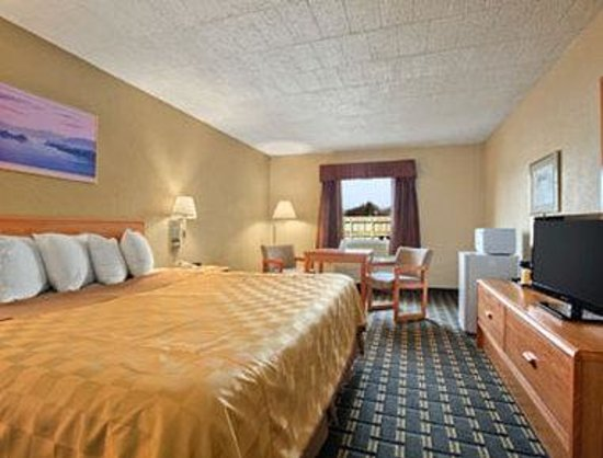 Days Inn Batavia Darien Lake Theme Park: Standard King Bed Room