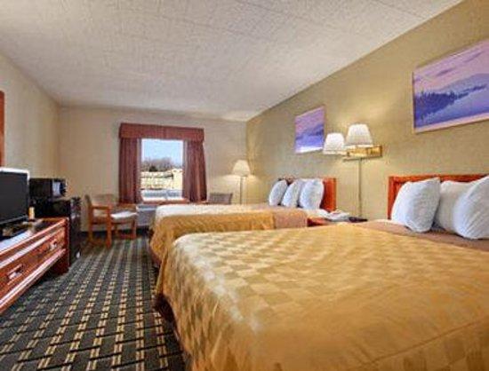 Days Inn Batavia Darien Lake Theme Park: Standard Two Double Bed Room