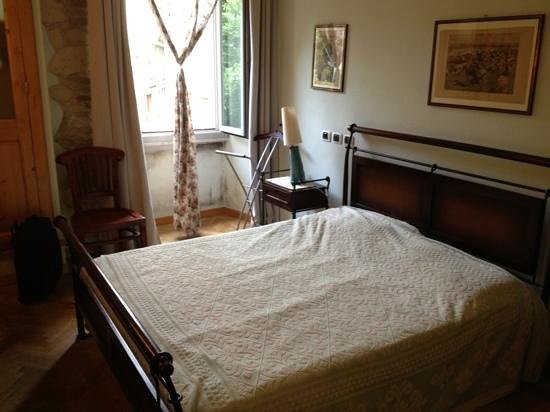 Maison Savoia: bedroom