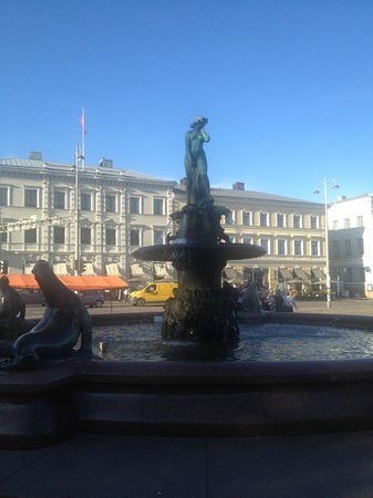 Havis Amanda: The statue