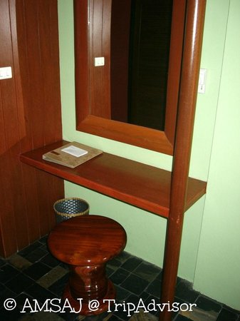 Karona Resort & Spa : The desk and stool in my room