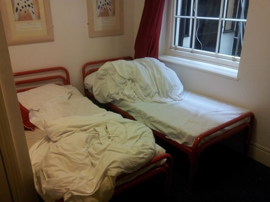 Astor Museum Hostel: Beds were not made up on arrival.
