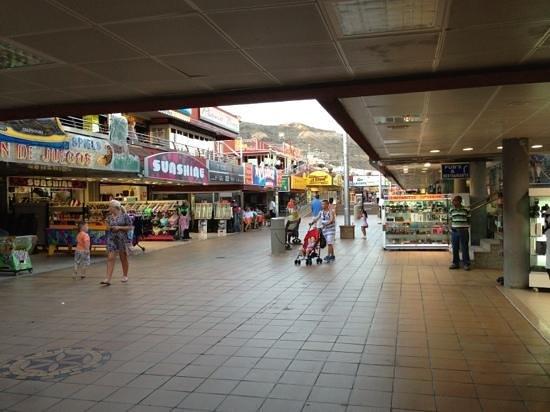 La Taberna de San Miguel : San Miguel,  Suroundings: other part of shopping street