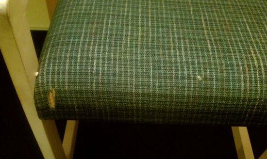 Rodeway Inn Azusa: Chair, damaged upholstery