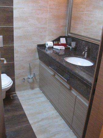 Grand Corner Boutique Hotel: The Bathroom