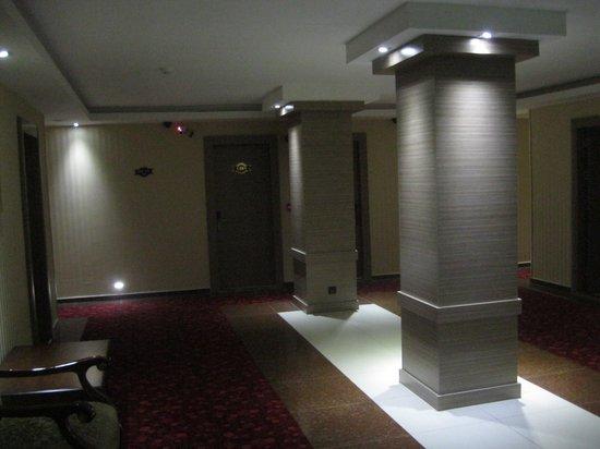 Grand Corner Boutique Hotel: The second floor landing
