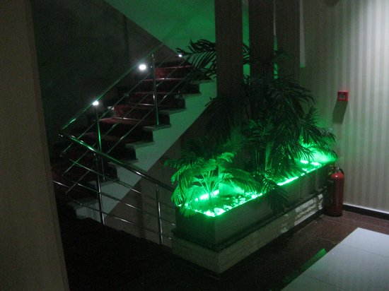 Grand Corner Boutique Hotel: The stairs - love that lighting!