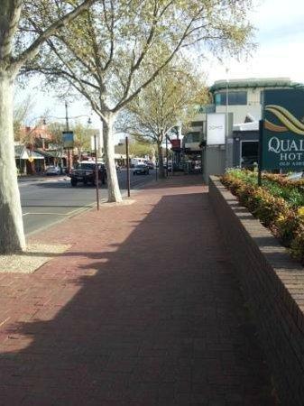 Adelaide Inn: O'Connell St