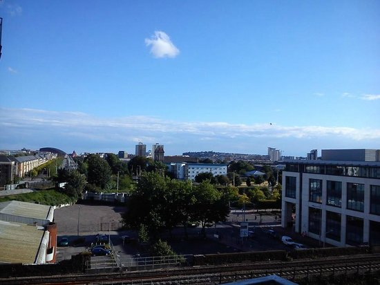 Meridian Terrace Serviced Apartments: View from balcony down towards mermaid quay