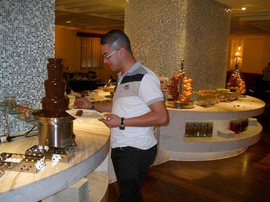 Grand Mercure Urumqi Hualing Hotel: la fameuse fontaine de chocolat