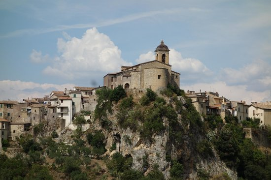Convivio Rome Italian One Day Cooking Holidays : Toffia, mountain top village on our way (from the Van)