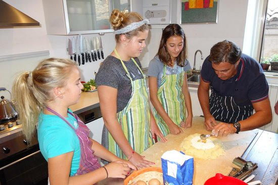 Convivio Rome Italian One Day Cooking Holidays : Guido showing us how to make our dough