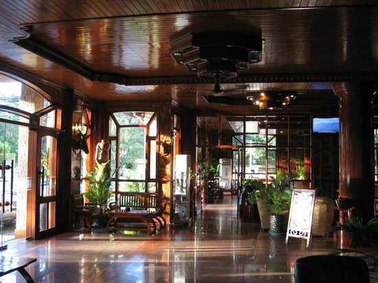 Angkor Sayana Hotel & Spa: Lobby facing hotel restaurant