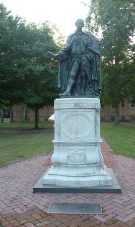 The College of William and Mary : Statue on the William and Mary campus