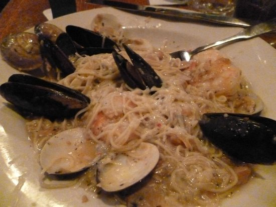 Murphy's Grand Irish Pub: my seafood meal was yummy