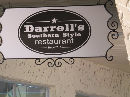 Darrell's : on the building