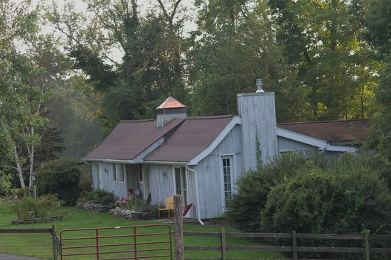 WhistleWood Farm Bed and Breakfast: The Carriage House