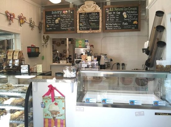 Merced Fruit Barn: Ice Cream and Coffee Room