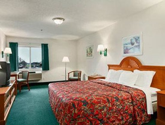 Days Inn of Clare : Standard One King Bed Room