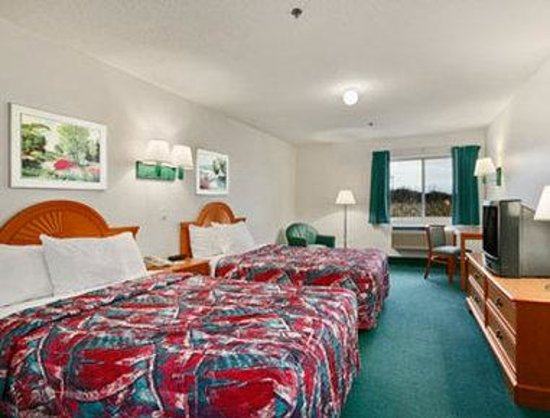 Days Inn Clare: Standard Two Queen Bed Room