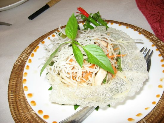 Bopha Angkor Restaurant: Green mango salad