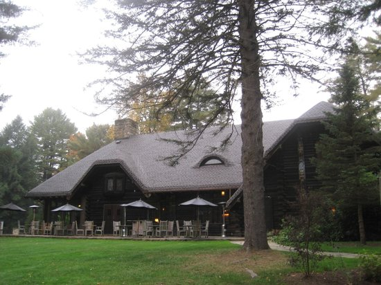 The Lodge at Glendorn: Charming historic lodge.