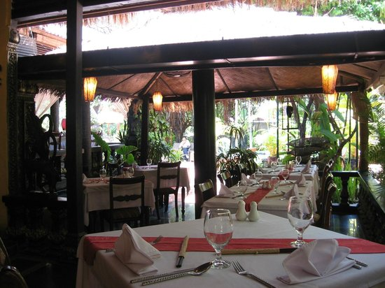 Bopha Angkor Restaurant: Restaurant view towards front