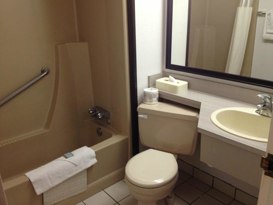 Travelodge Hotel Calgary International Airport South: Ensuite