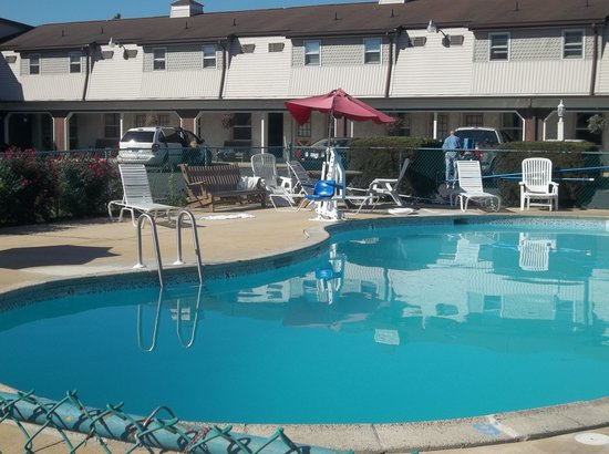 Cherry Lane Motor Inn: Pool
