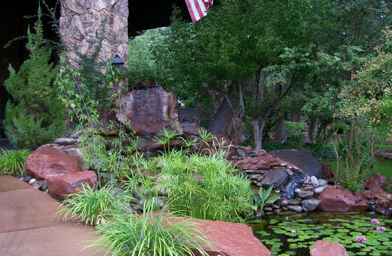 L'Auberge de Sedona: The grounds