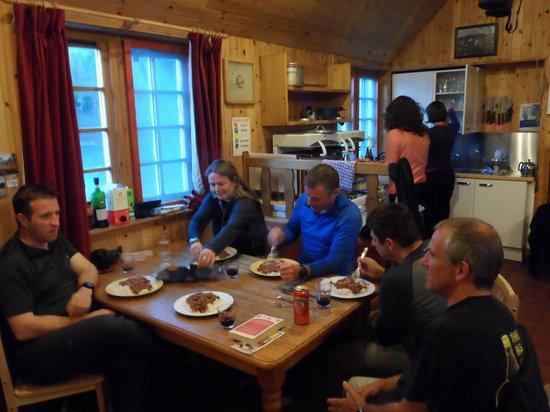 Loch Ossian Youth Hostel: Loch Ossian Kitchen & Dining Room