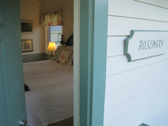 Rose Hill Manor : Cozy 'Rosemary' cottage.