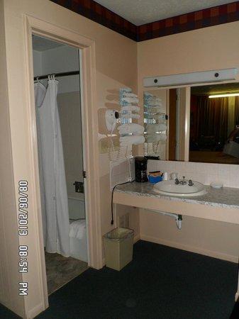 Capri Motel : Bathroom