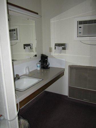 Big Horn Motel: Ground level,queen/full room bath