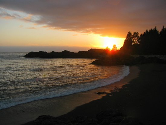 Wya Point Resort: Sunset at the Pacific Rim, seen from in front of our yurt