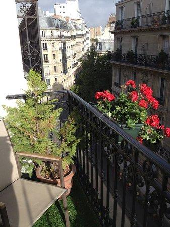 Hotel Kleber Champs-Elysees Tour Eiffel Paris: cute, romantic little balcony
