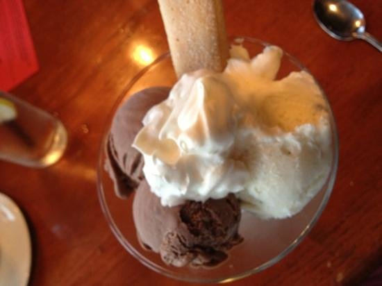 Varano's Italian Restaurant: Chocolate and vanilla gelato (homemade)
