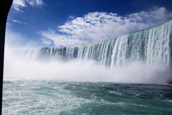 Four Points by Sheraton Niagara Falls: Canadian falls from Maid of the Mist