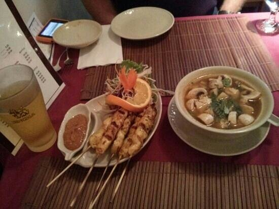 Thai Flame Restaurant : chicken satay and Tom Yum Gai