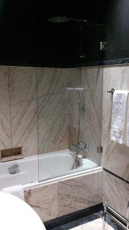 Hotel Infante Sagres: バスルーム