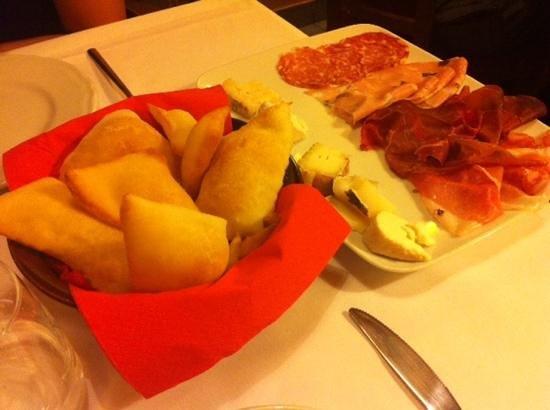 Decanter: gnocco fritto con salumi e formaggi