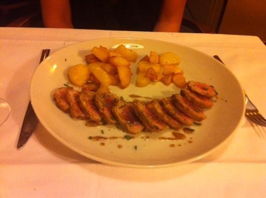 Decanter: Tagliata di tonno e pistacchio