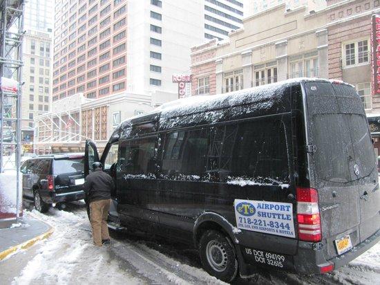 โรงแรมเชอราตัน นิวยอร์ก: en la puerta