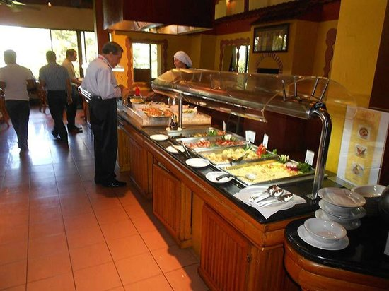 Barcelo San Jose : Cooked-to-order eggs were not very good; the hot dishes were tasteless