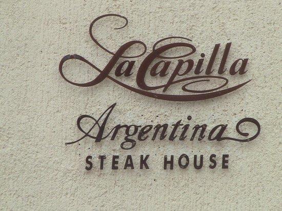 La Capilla Argentina: Sign closeup.