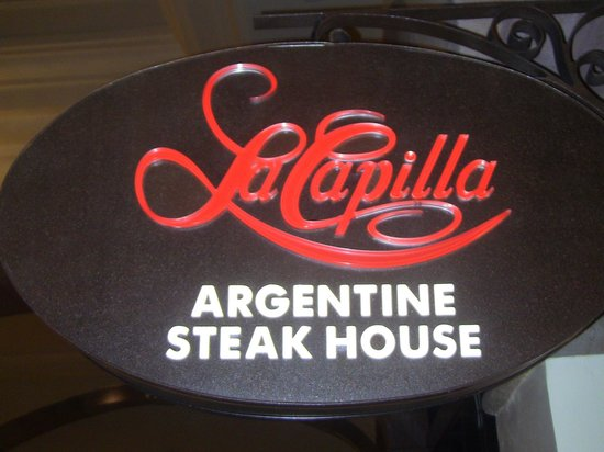 La Capilla Argentina: Sign inside hotel.