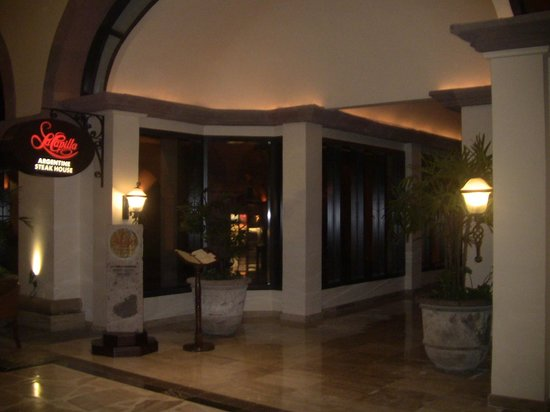 La Capilla Argentina: Entrance from inside hotel.