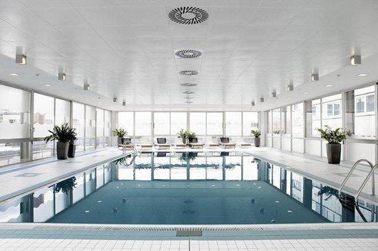 Holiday Inn Munich - City Centre: Entspannen sie in unserem hauseigenen Schwimmbad