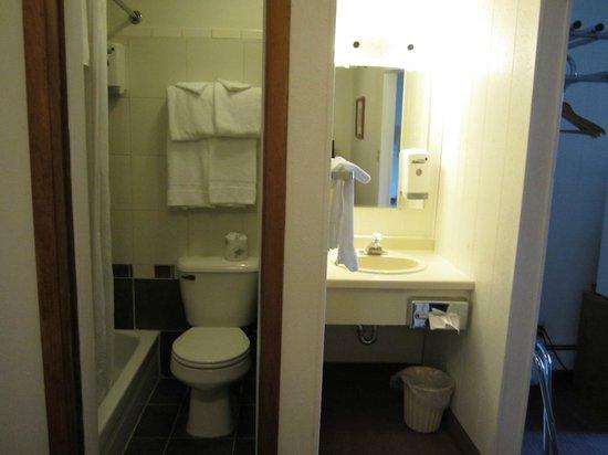 Big Horn Motel: Garden level,queen/twin bath